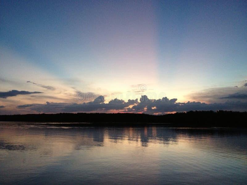 Sonnenuntergang in Chantaburi, Thailand lizenzfreie stockbilder