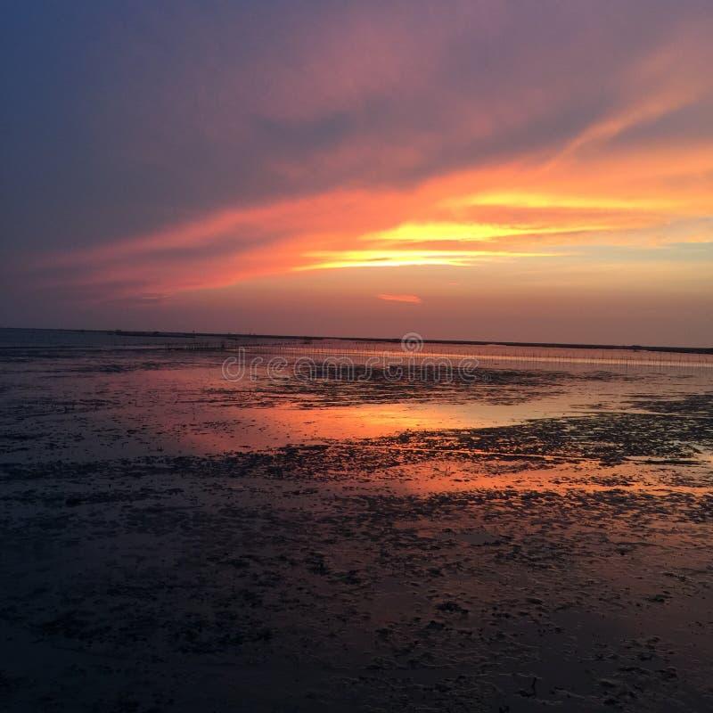Sonnenuntergang am chonburi stockbild