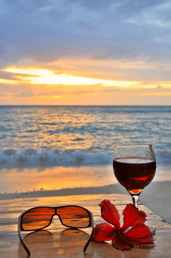 Sonnenuntergang-Cocktail lizenzfreies stockfoto