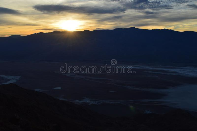 Sonnenuntergang an Dante-` s Ansicht in Death Valley Kalifornien stockbilder