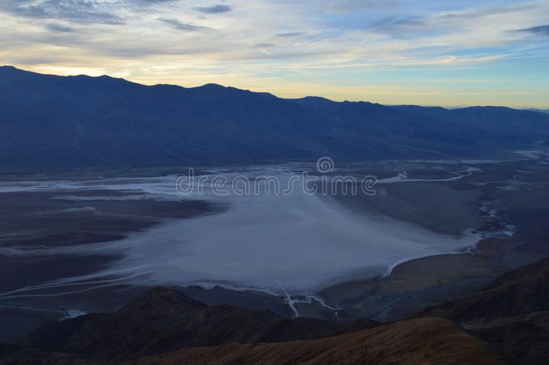 Sonnenuntergang an Dante-` s Ansicht in Death Valley Kalifornien lizenzfreie stockfotos