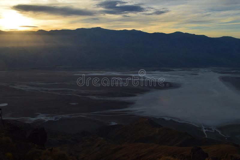 Sonnenuntergang an Dante-` s Ansicht in Death Valley Kalifornien lizenzfreies stockfoto