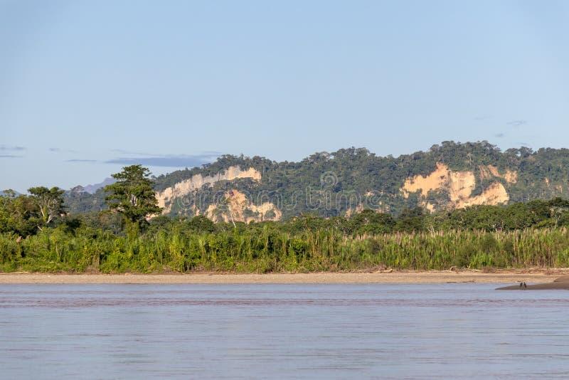 Sonnenuntergang an den Beni-Flussklippen, Abenteuer in den Dschungeln Nationalparks Madidi, der Amazonas-Becken in Bolivien, Süda lizenzfreie stockbilder