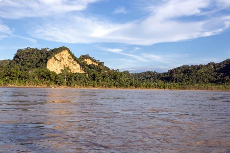 Sonnenuntergang an den Beni-Flussklippen, Abenteuer in den Dschungeln Nationalparks Madidi, der Amazonas-Becken in Bolivien, Süda lizenzfreie stockfotografie