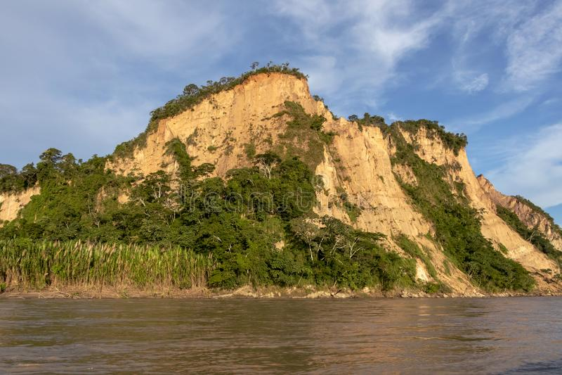 Sonnenuntergang an den Beni-Flussklippen, Abenteuer in den Dschungeln Nationalparks Madidi, der Amazonas-Becken in Bolivien, Süda lizenzfreies stockbild
