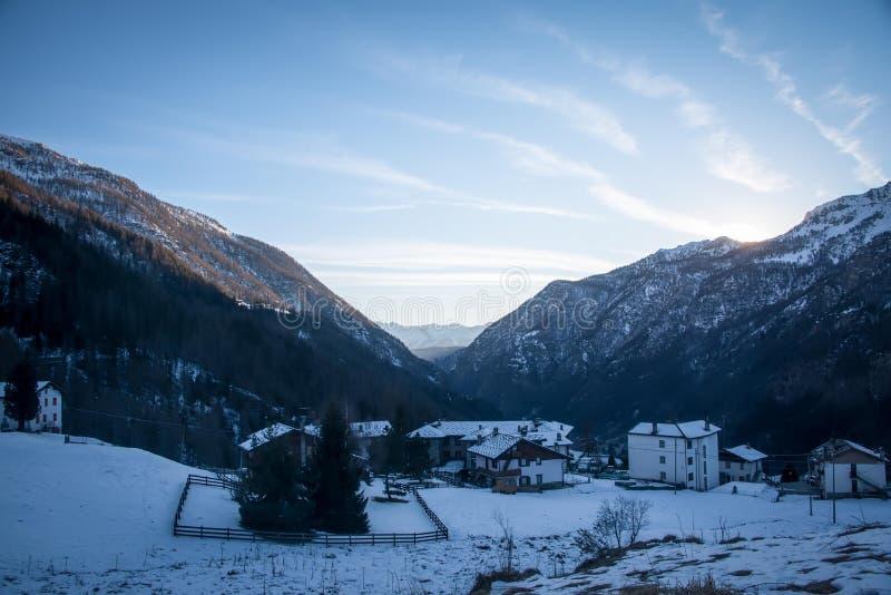 Sonnenuntergang in den Bergen in der Valtournenche-Region Italien, das Aostatal, Italien lizenzfreie stockbilder