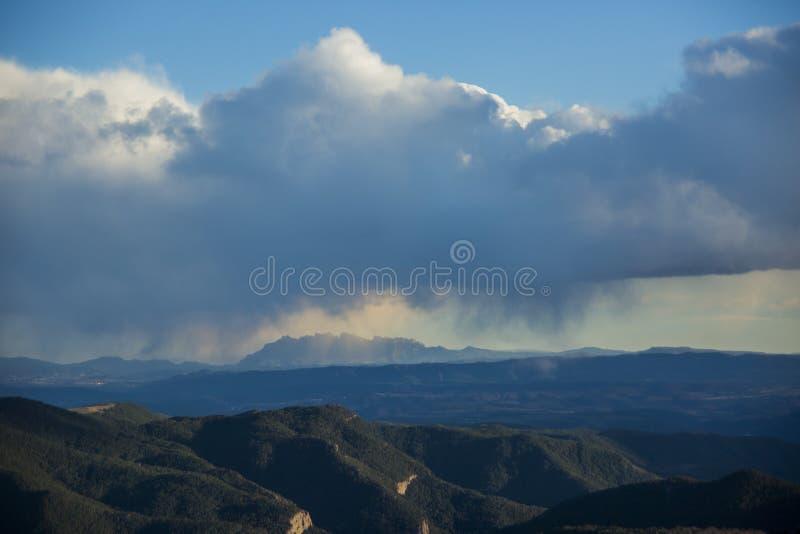Sonnenuntergang in den Bergen von Sant Llorens de Morunys, Lleida, Spanien stockfotos