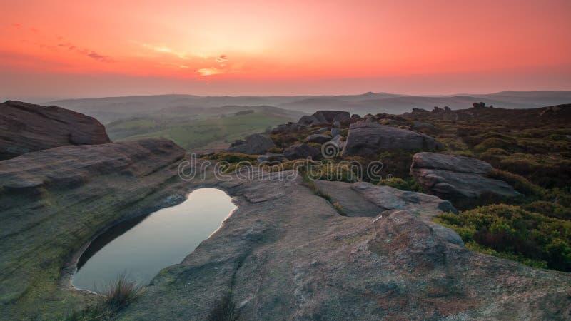 Sonnenuntergang an den Hinterwellen lizenzfreie stockbilder