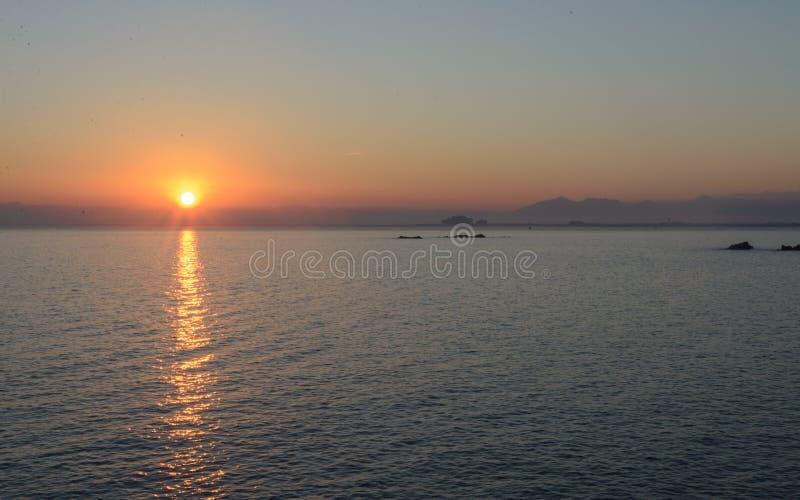 Sonnenuntergang in den Rosen, Costa Brava stockfotos
