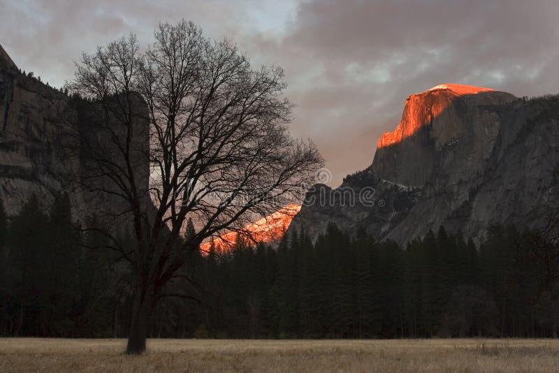 Download Sonnenuntergang An Der Halben Haube Stockfoto - Bild von haube, orange: 47396