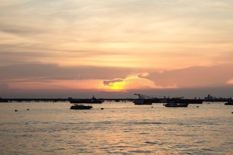 Download Sonnenuntergang An Der Hochseefischerei. Stockbild - Bild von methode, deepest: 27728553