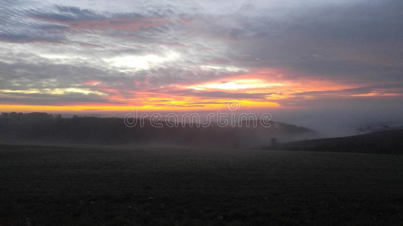 Sonnenuntergang an der Landschaft stockfotos