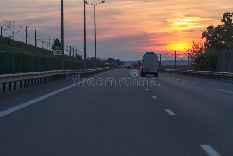 Sonnenuntergang der Landstraßen-A2 stockbilder