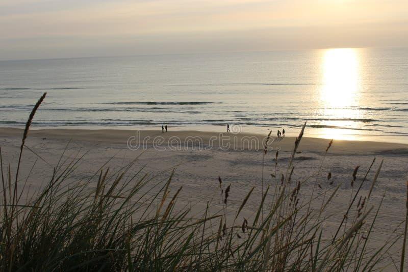 Sonnenuntergang in der Nordsee stockbilder
