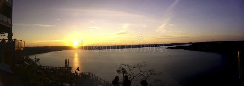 Sonnenuntergang an der Oase lizenzfreie stockfotos