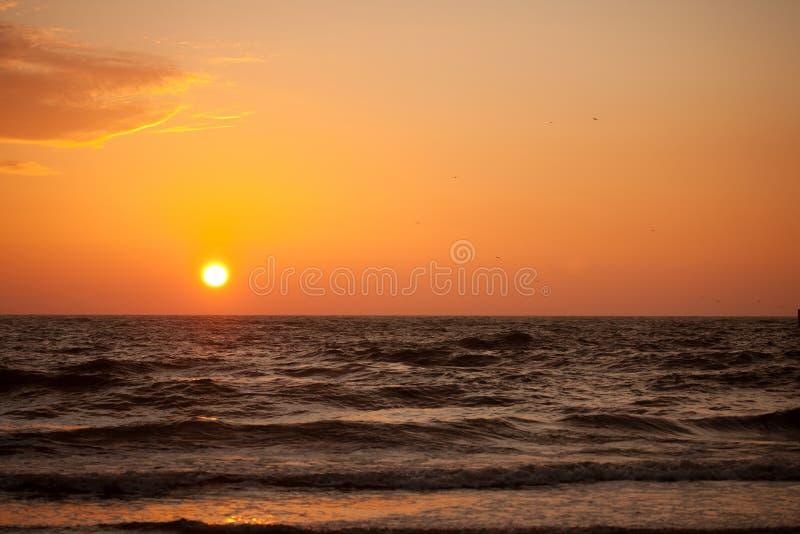 Sonnenuntergang in der Ostsee lizenzfreie stockfotos