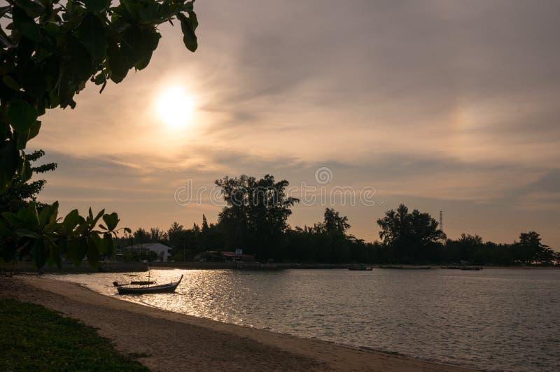 Sonnenuntergang an der Sarasin-Brücke Phuket stockbilder