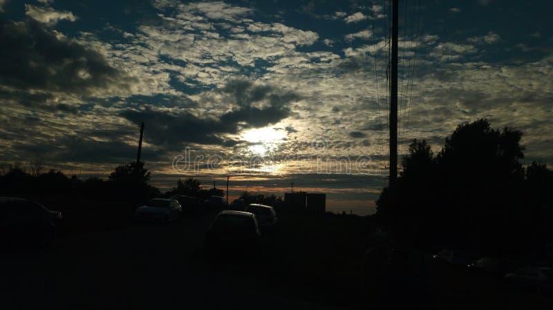 Sonnenuntergang in der Stadt lizenzfreies stockbild