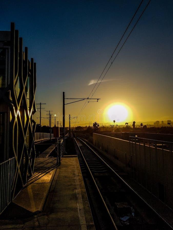 Sonnenuntergang an der Station stockfotos