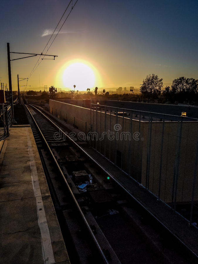 Sonnenuntergang an der Station stockfoto