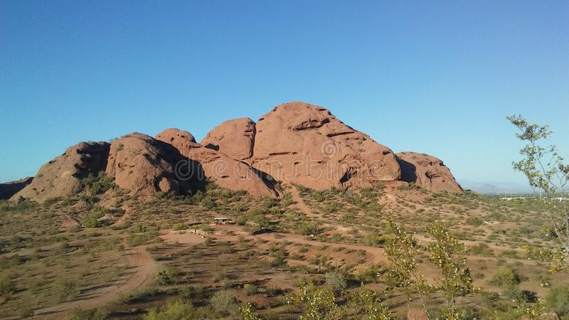 Sonnenuntergang in der Wüste mit roten Felsen in Phoenix, Arizona stockfotos