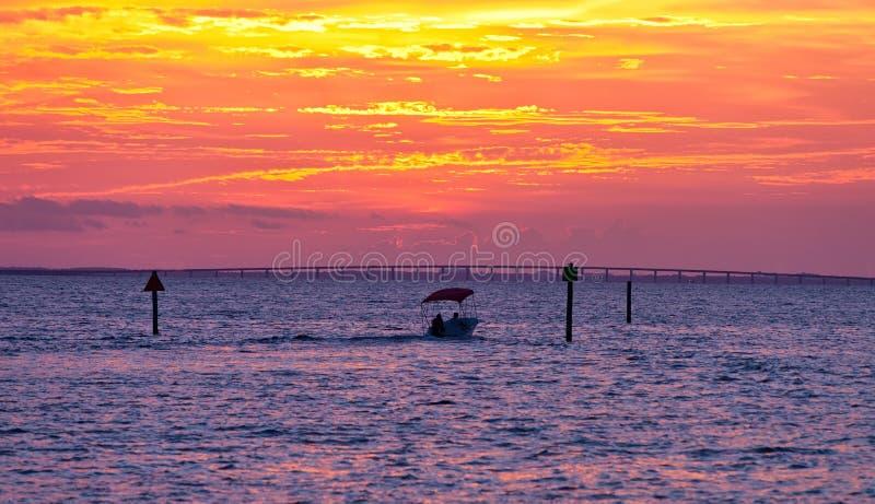 Sonnenuntergang in Destin lizenzfreie stockfotografie