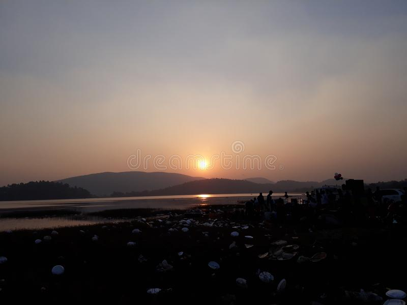 Sonnenuntergang an dimna See, Jamshedpur lizenzfreie stockfotos