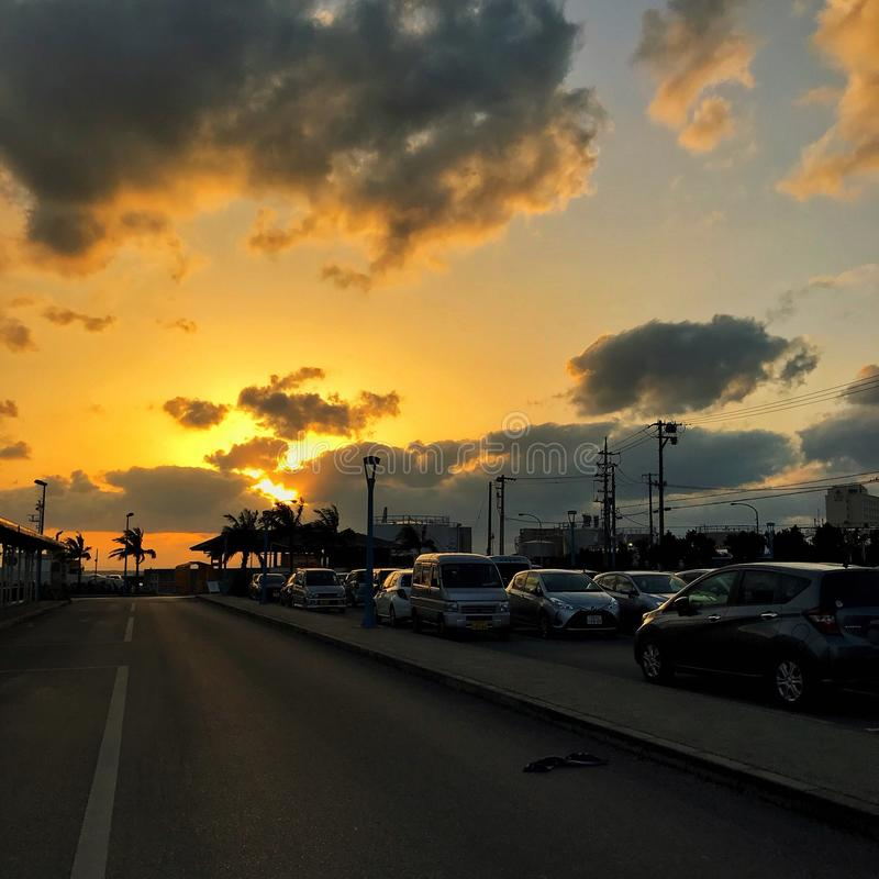 Sonnenuntergang durch den Pier stockfotografie