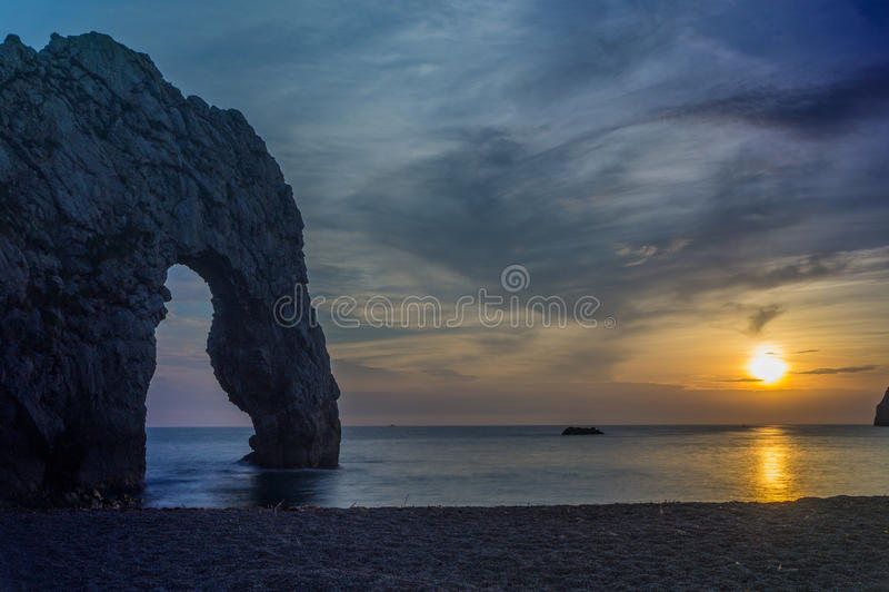 Sonnenuntergang an Durdle-Tür, England, Großbritannien stockbild