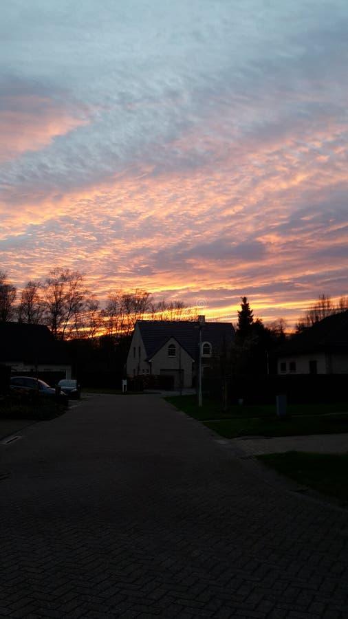 Sonnenuntergang in einem ländlichen Gebiet lizenzfreies stockfoto
