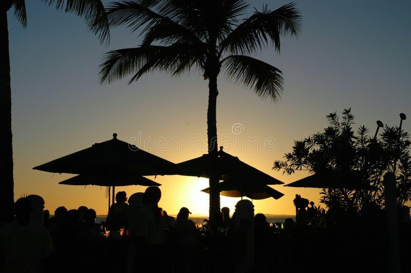 Sonnenuntergang an einer tropischen Rücksortierung stockfoto