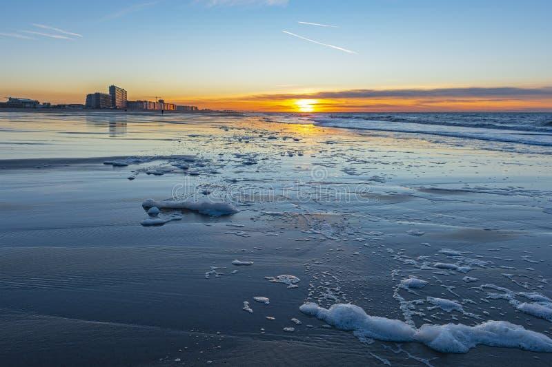 Sonnenuntergang entlang der Nordsee, Ostende Stadt, Belgien lizenzfreies stockfoto