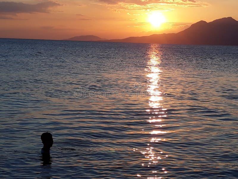 Sonnenuntergang-Fälle lizenzfreies stockbild