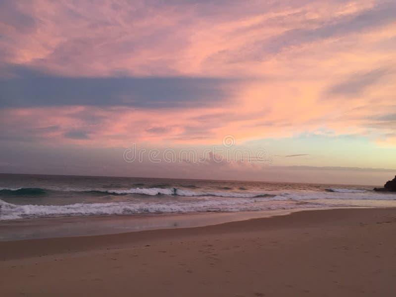 Sonnenuntergang gebrochene Köpfe lizenzfreie stockfotos