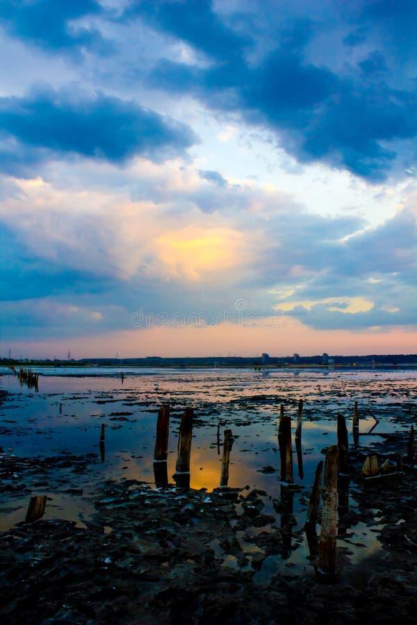 Sonnenuntergang getrockneter-oben Salzsee lizenzfreie stockbilder
