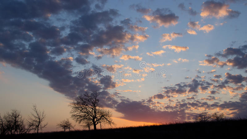 Sonnenuntergang am Hügel nahe Saratow lizenzfreie stockfotografie