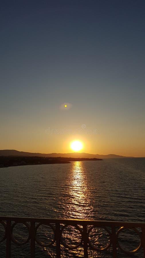 Sonnenuntergang heraus in Meer stockbild