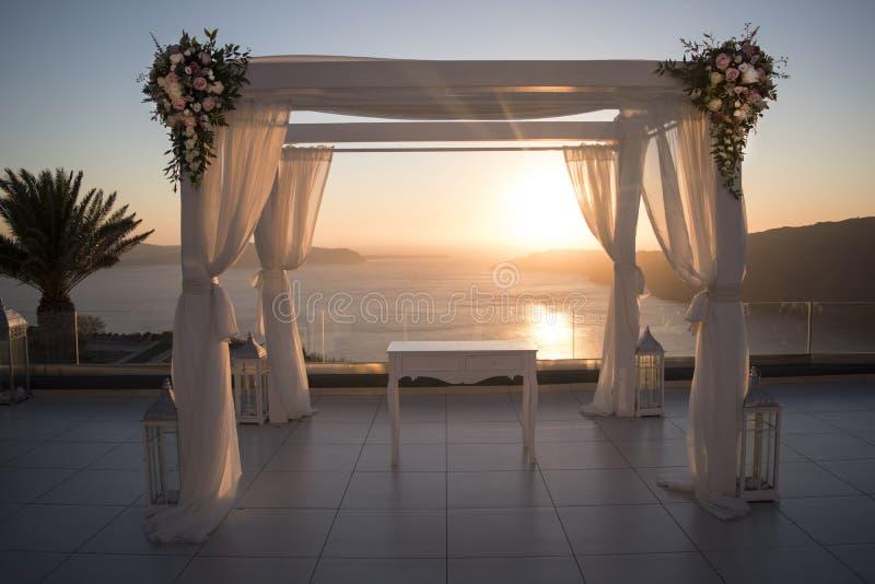 Sonnenuntergang-Hochzeit ändern lizenzfreie stockfotografie