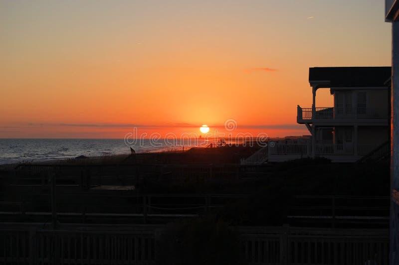 Sonnenuntergang an Holden-Strand, North Carolina stockfotos