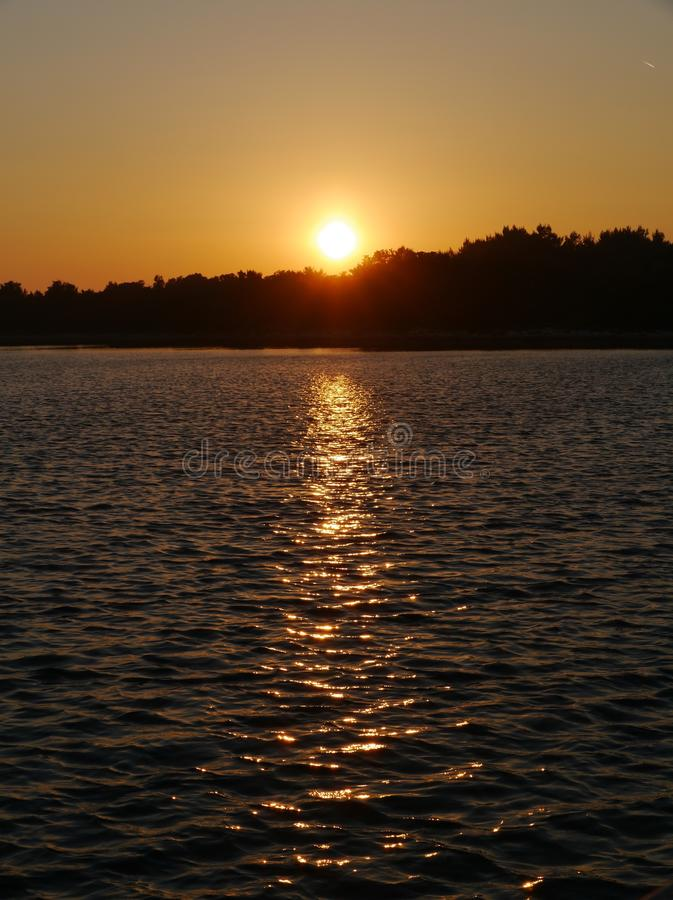Sonnenuntergang im Mittelmeer lizenzfreie stockbilder