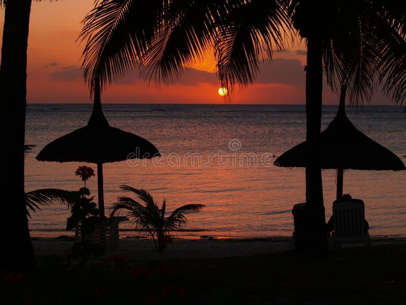 Sonnenuntergang im Paradies lizenzfreie stockfotografie