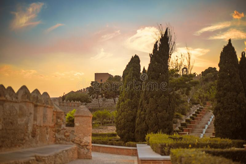 Sonnenuntergang im Schloss von Alcazaba lizenzfreies stockbild