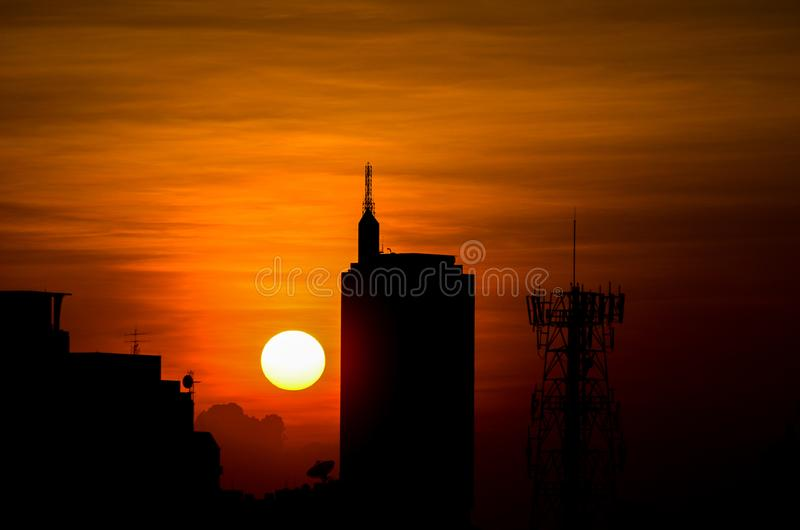Sonnenuntergang am im Stadtzentrum gelegenen Bezirk, Bangkok Thailand stockfoto