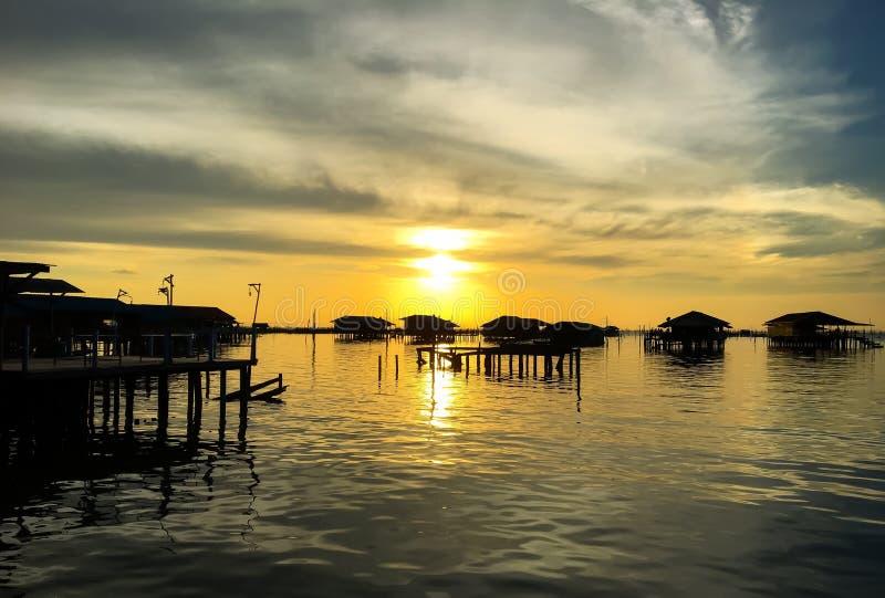 Sonnenuntergang in Insel Ko Yo lizenzfreies stockbild