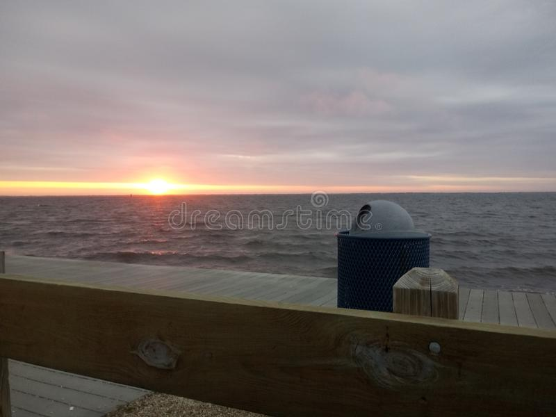 Sonnenuntergang am Jersey-Ufer lizenzfreie stockfotografie