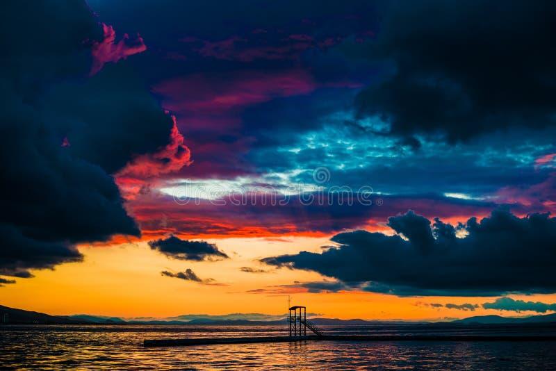 Sonnenuntergang Karsiyaka die Türkei lizenzfreies stockfoto
