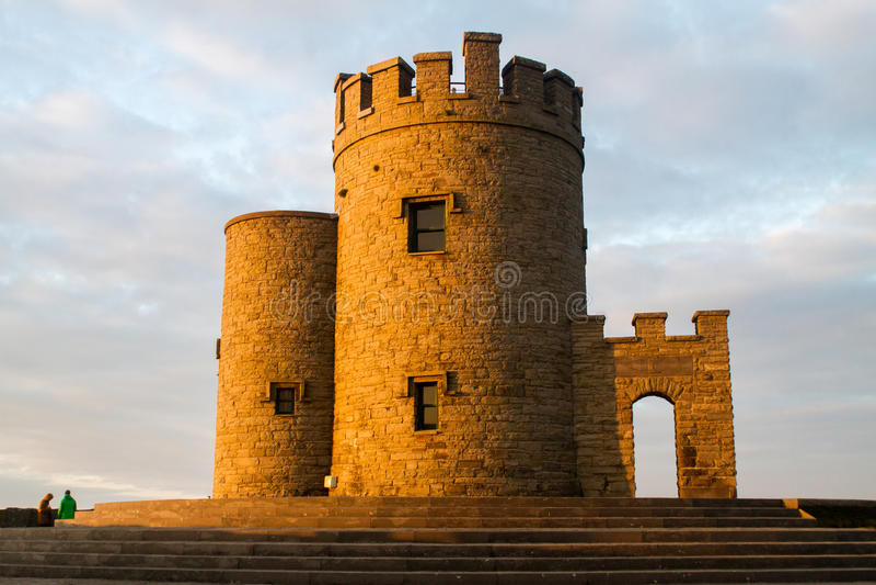 Sonnenuntergang-Klippen von Turm Irland Moher und OBriens lizenzfreies stockbild