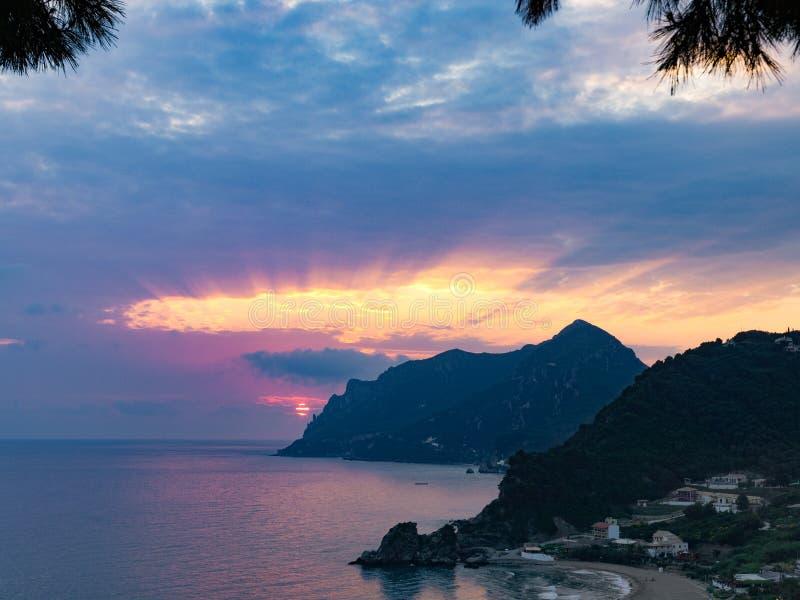 Sonnenuntergang in kontogialos Strand Korfu-Insel Griechenland stockfotografie
