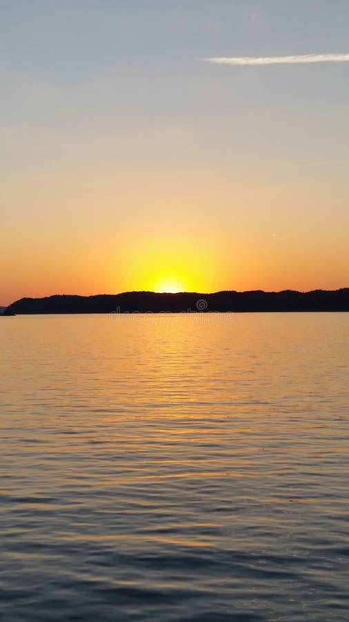 Sonnenuntergang-Kreuzfahrt lizenzfreies stockfoto