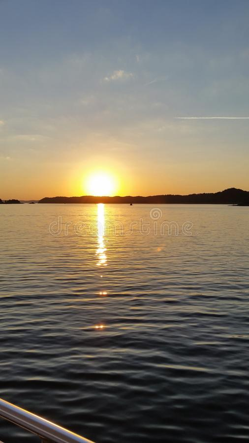 Sonnenuntergang-Kreuzfahrt stockfoto